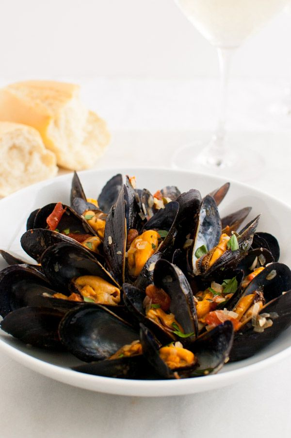 how to cook mussels in white wine and garlic