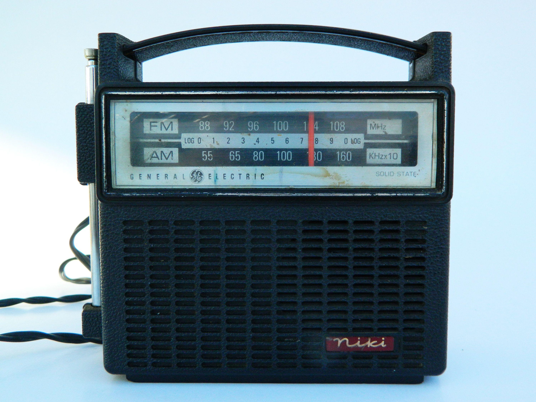 Vintage Radio General Electric Am Fm Dual Power Solid State Etsy Vintage Radio General Electric Instamatic Camera