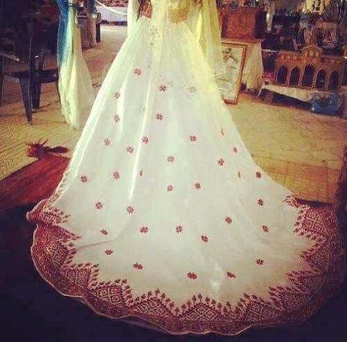 فستان عروس أبيض بذيل طويل مطرز بخيوط الحرير الحمراء Palestinian Wedding Long Wedding Dresses Wedding Dresses