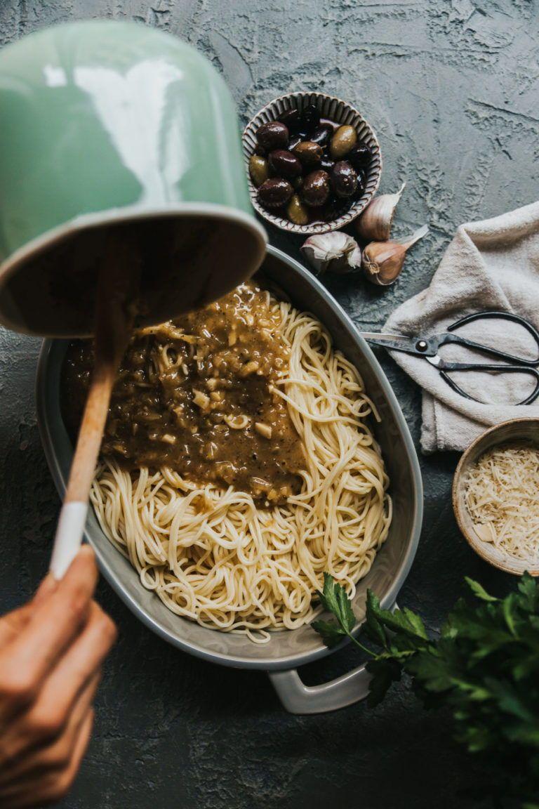 Vegan Creamy Garlicky Truffle Pasta