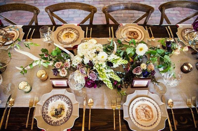 service de table à motifs chasse et déco de table mariage automnal