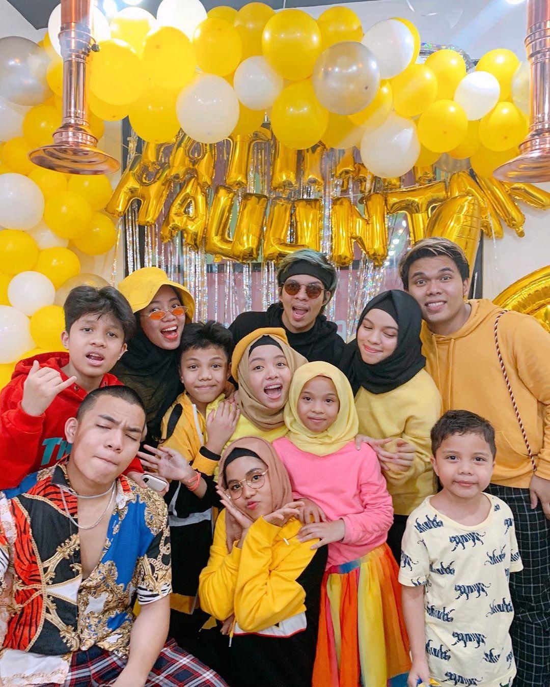 Siti Fatimah Halilintar Di Instagram Thankyou For This Beautiful Yellowy Bright Night Everything Is Just Foto Keluarga Artis Kecil Fotografi