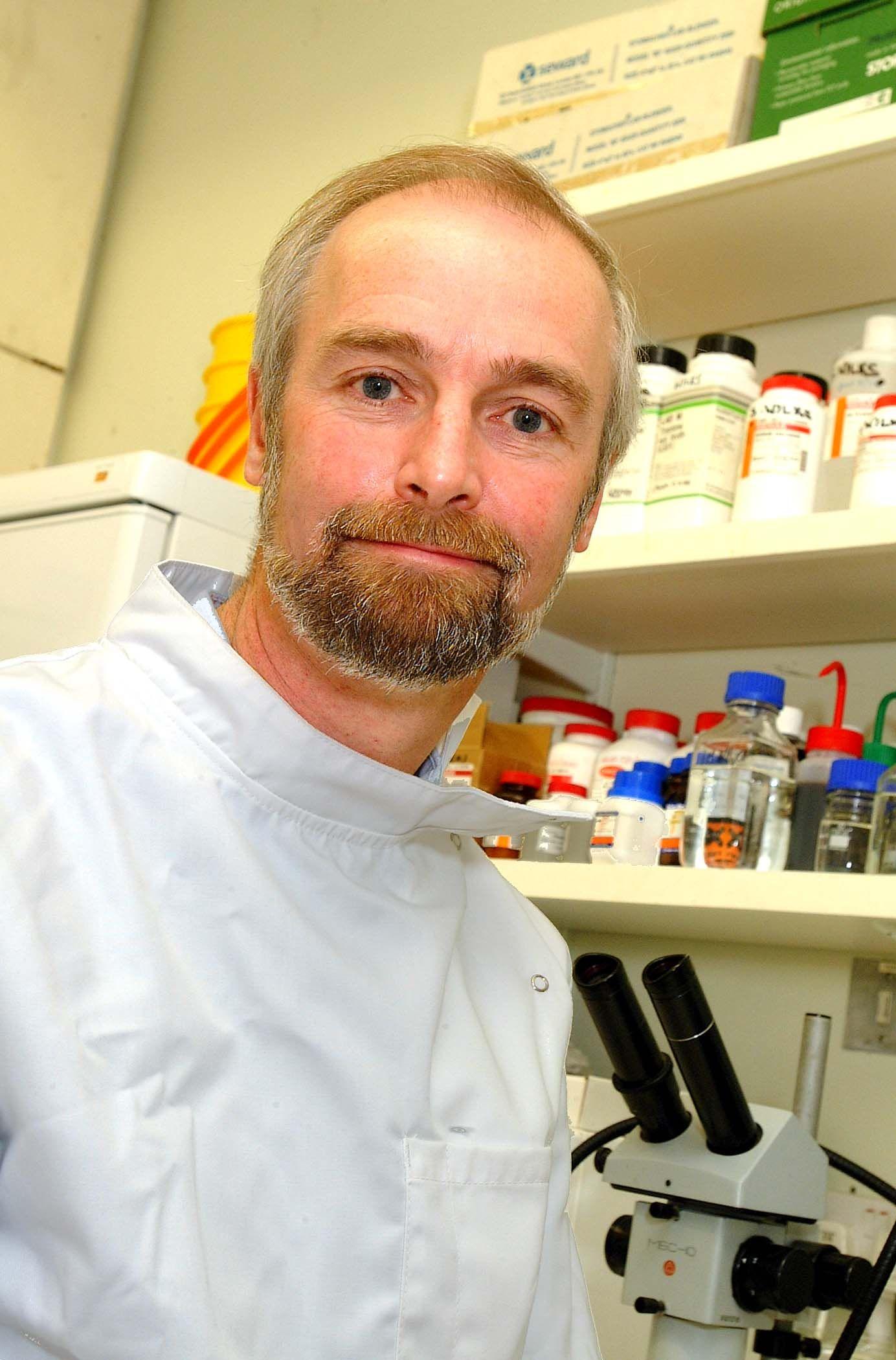 Il prof. Bill Keevil, autore di importanti ricerche sulla antibattericità del rame.