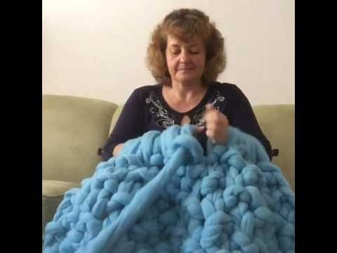 cbe281f2c11404 How to arm knit a chunky Merino wool blanket with BeCozi