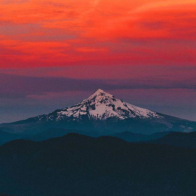 Mount Hood, Oregon. Photo by @nicholaspeterwilson #TourThePlanet
