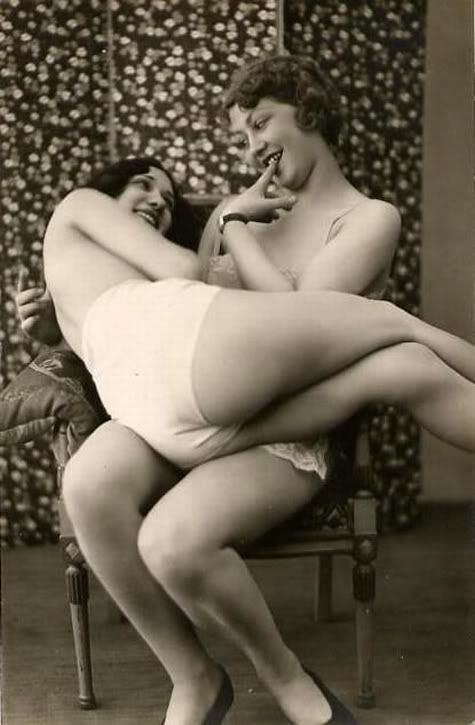 The Art of Erotism in French Postcard