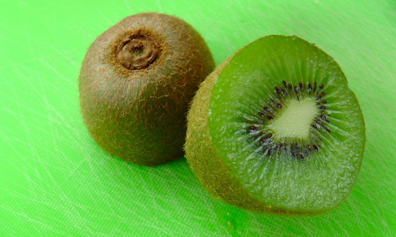 How To Eat A Kiwi Fruit Raw Food Diet Pinterest Kiwi Raw Food