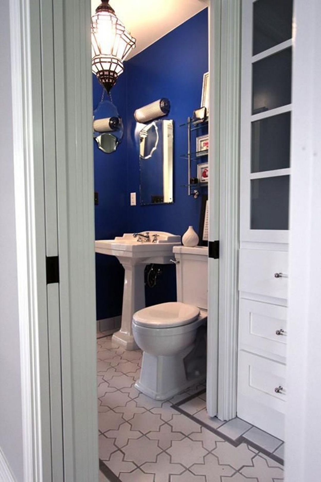Great Idea Gorgeous 25 Most Bright Bathroom Paint Color Ideas Trend 2018 Https Goodsgn Com Bathroom Blue Bathroom Walls Bathroom Styling Royal Blue Bathrooms