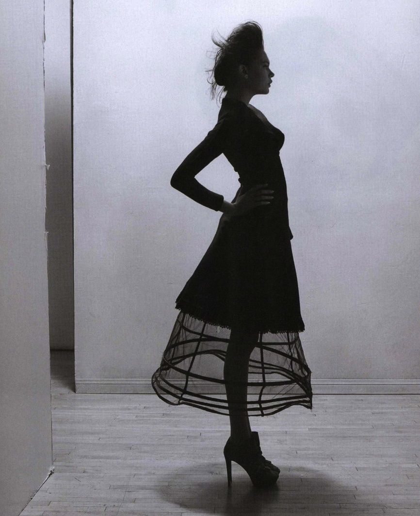 """The new look"". Jourdan Reading by Autumn de Wilde for Paper magazine September 2010"