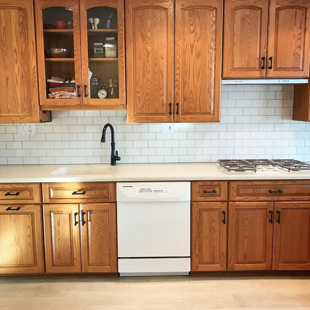 Oak Cabinets With Cream Subway Tiles Dark Grout Honeyoakcabinets Oak Cabinets With Cream Subway Kitchen Remodel Small Kitchen Renovation Oak Kitchen Remodel