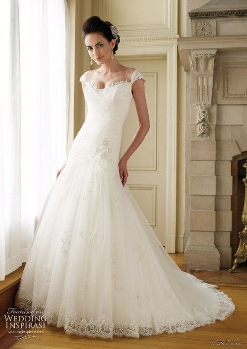 Gowns for Petite Brides | Petite wedding dresses can have a variety ...