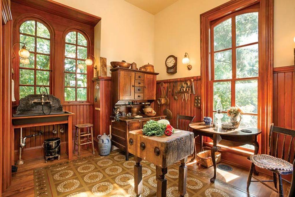 7x Klassiek Interieur : A period perfect victorian kitchen old house restoration products