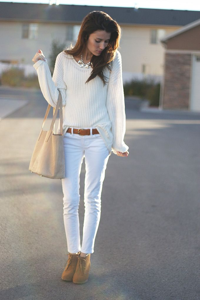 Love this simple white on white... White jeans   white sweater ...