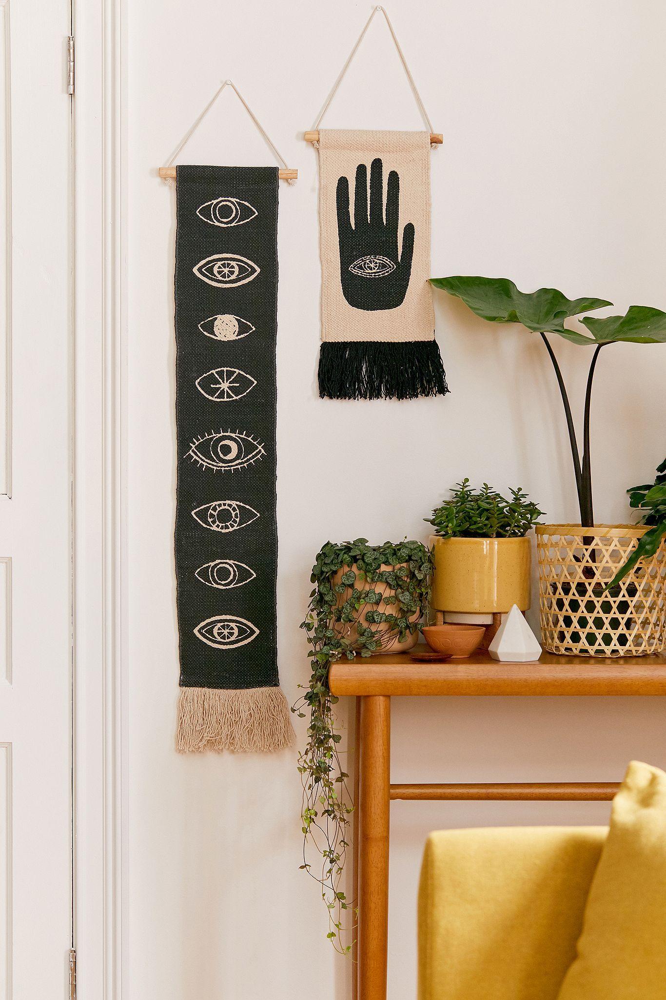 Hand Wall Hanging Urban Outfitters Uk Decoraciones De Pared De Bricolaje Manualidades Para Decorar Habitacion Decoración De Pared Tumblr