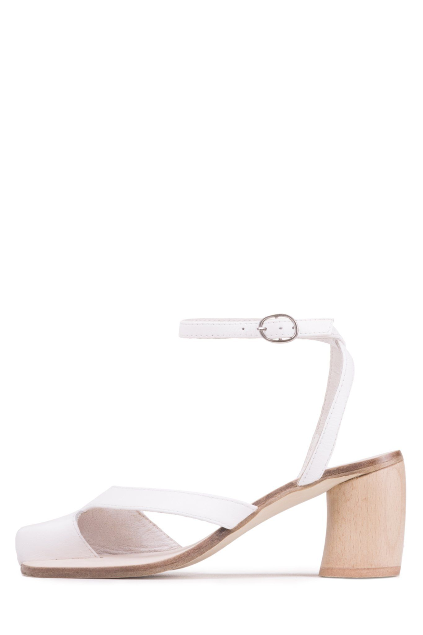 b2daf7cf105 Ankle strap sandal with rounded heel. - Fits true to size - Measurements  taken from size 6 - 2.75