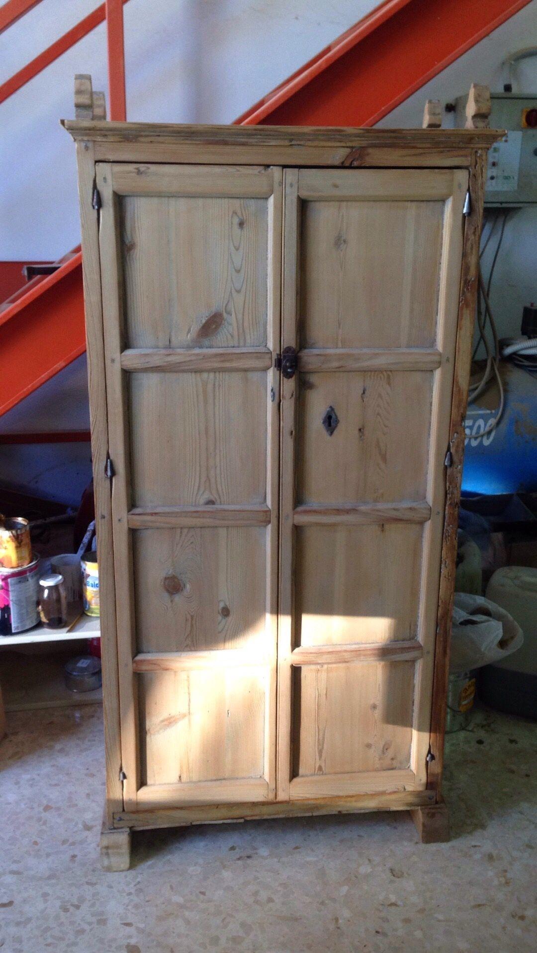 Armario espa ol antiguo de pino restaurado de carpinter a for Armario madera natural