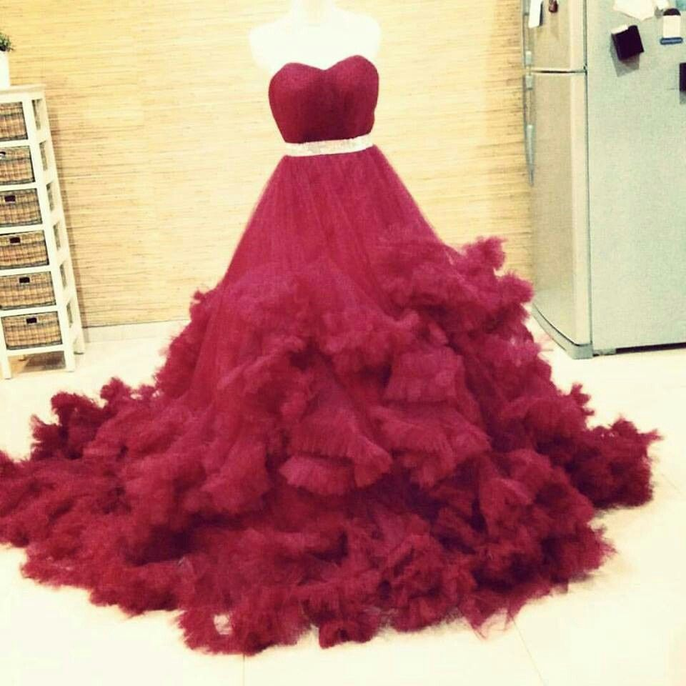 Wedding Gown 01 Maroon  Size : S,M,L,XL,XXL Weight : 3 kg Color : Maroon  Price 3,500,000 IDR