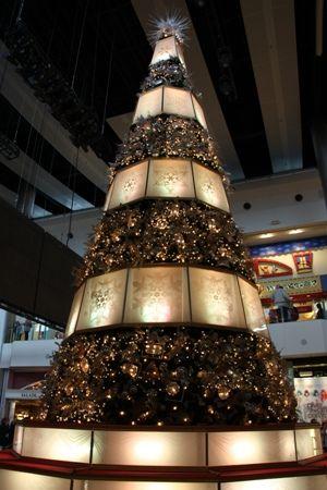 https://flic.kr/p/7y5Wwv | Christmas  Tree at the Fashion Show Mall | Taken in Las Vegas, Nevada, USA  10 - 14 December 2009