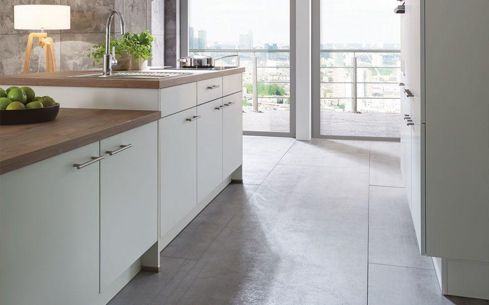 Inselküche in Weiß, Arbeitsplatte Holzoptik - Küche&Co ...