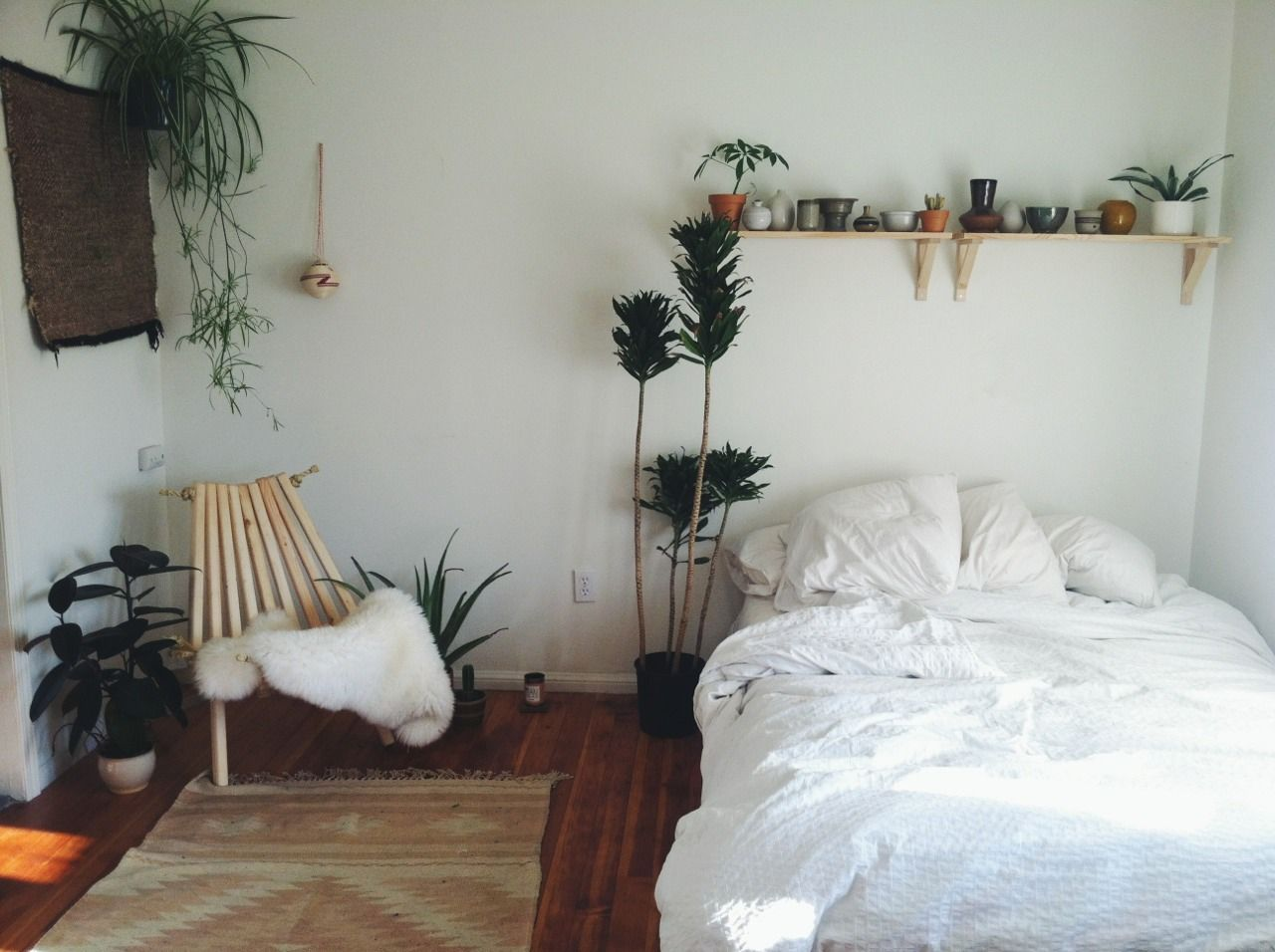 White bedroom with plants tumblr - I D Love This With Fake Plants Plants Bugs And I Can T Stand Sharing My Living Space With Bugs Especially Where I Sleep