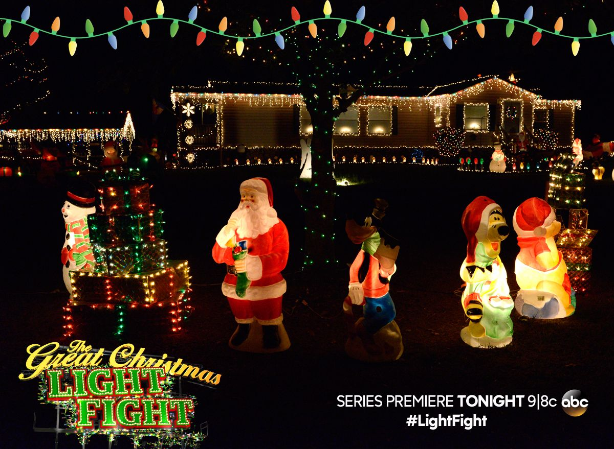 Families Across The Country Compete To Put On Ultimate Light Show Great Christmas Lightfight Premieres Tonight At 9 8c Abc