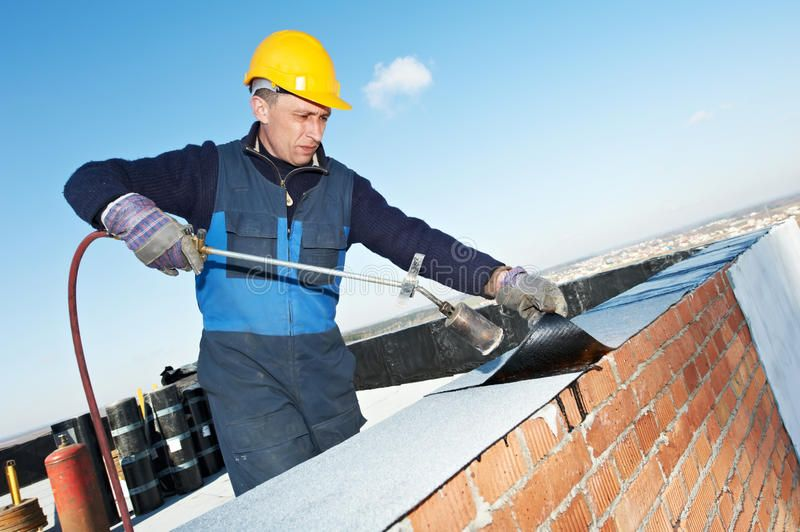 Flat Roof Covering Works With Roofing Felt Roofer Installing Roofing Felt With Ad Roofing Felt Roof Roofing Contractors Roof Repair Roof Installation