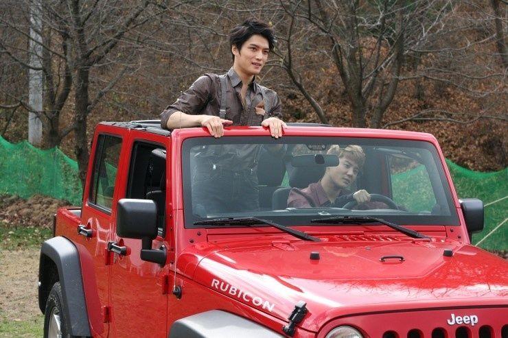JYJ, Park Yoo Hwan & Song Ji Hyo at ELLE Korea December 2011 – Share Happiness