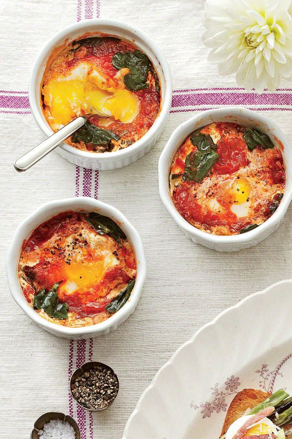 Thanksgiving Brunch Recipes Baked Eggs With Spinach And Tomatoes