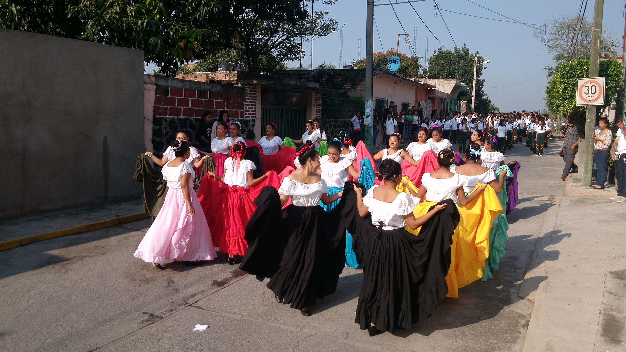 Estudiantes del #P10SantaRosa30 del #Cobaem_Morelos también desfilaron para Conmemorar inicio de la #RevoluciónMexicana #juventudcultayproductiva