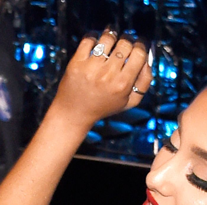 Ariana Grande Gave Us A New Look At Her Engagement Ring In This