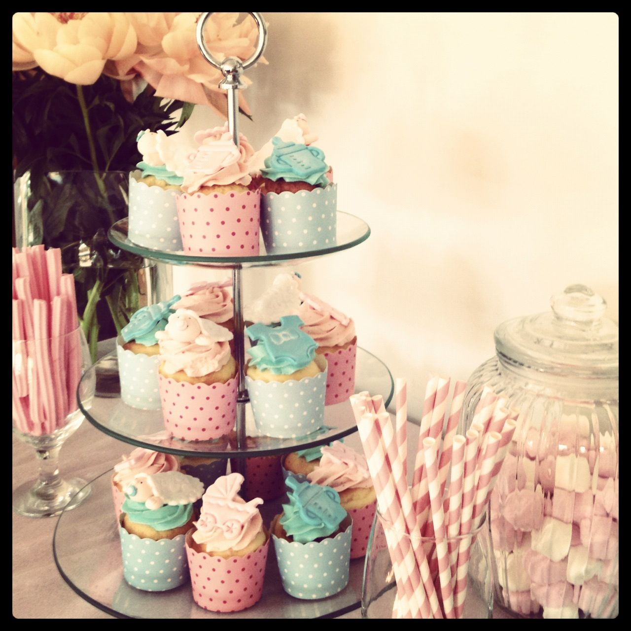Beautiful cupcakes for a baby shower with images