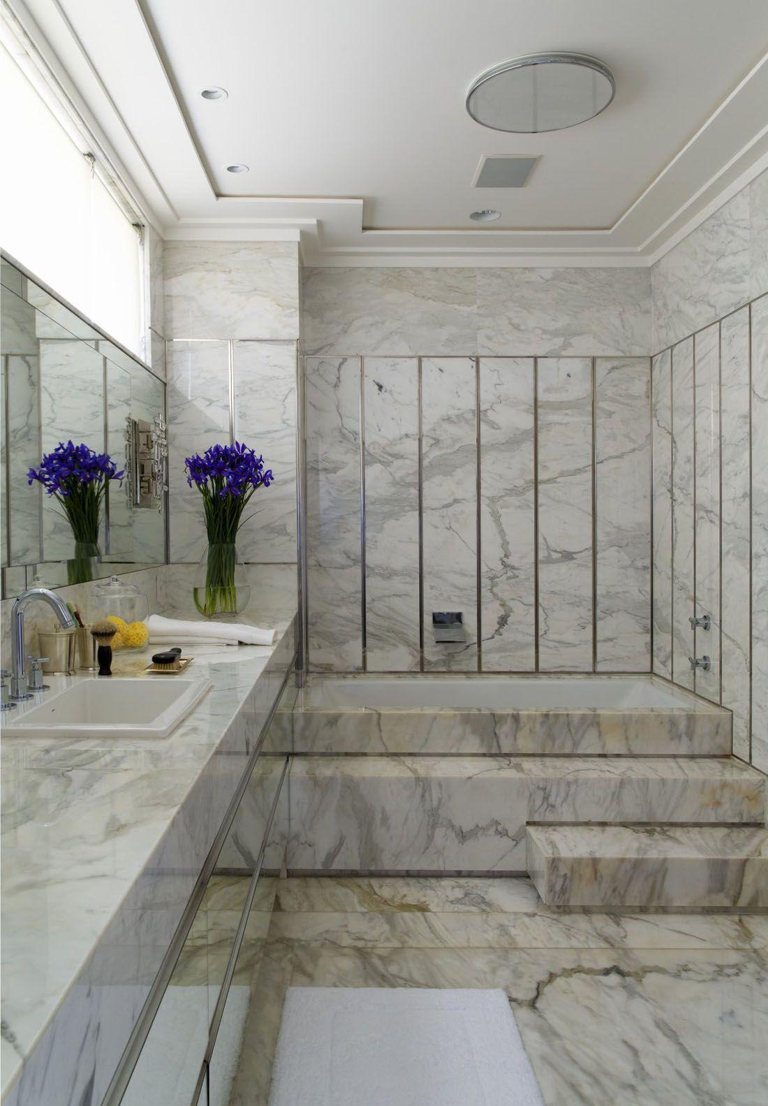 classic marble bathroom design with a bathtub #marble #floor