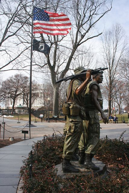 Statue Of Three Soldiers At The Vietnam Veterans Memorial Vietnam Memorial Vietnam Veterans Memorial Vietnam Veterans