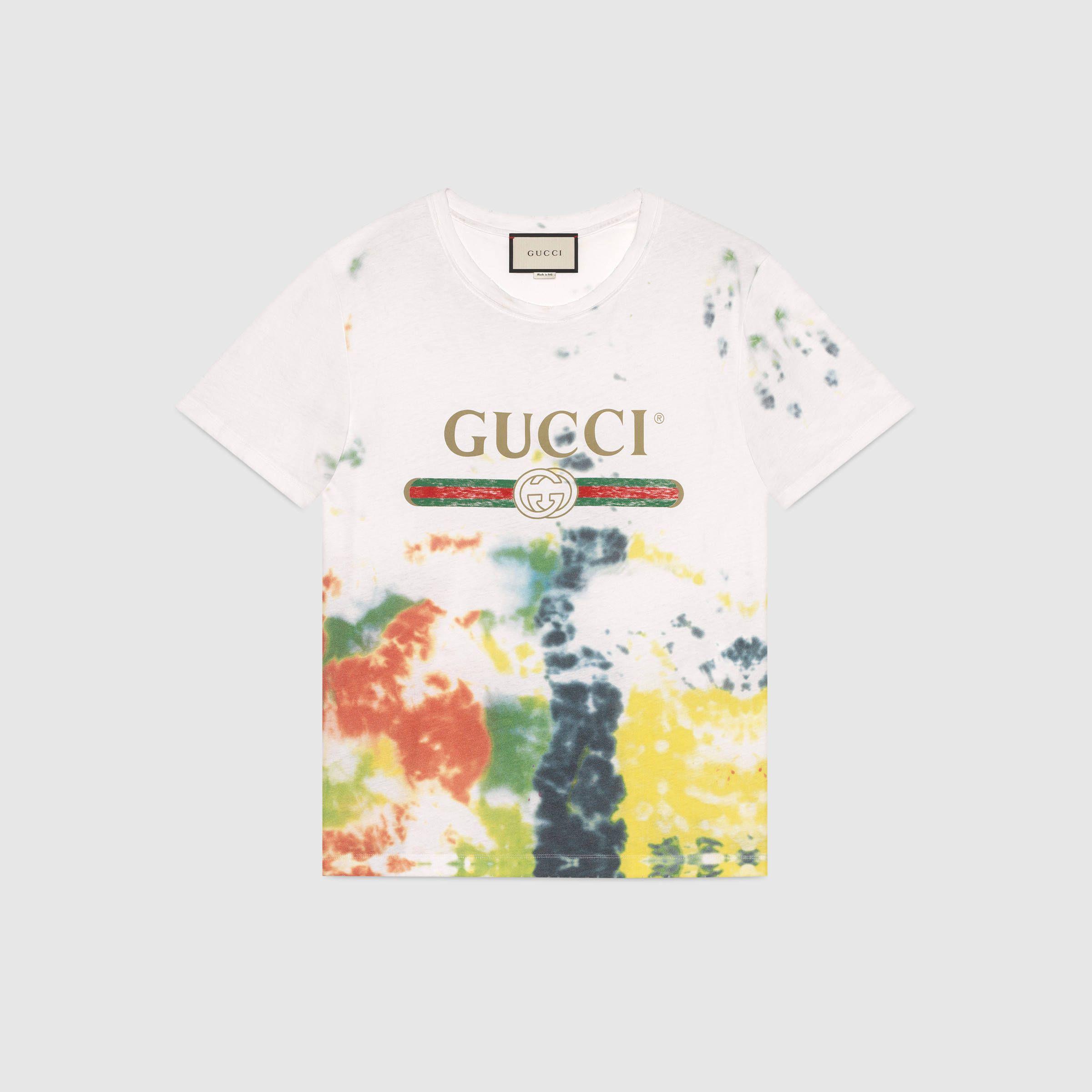 fc55391e T-Shirt aus Baumwolle mit Batik-Motiv und Gucci Logo | Polo men ...