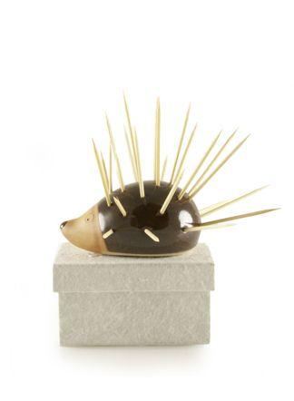 Egelprikker; met tandenstokertjes of party-prikkertjes krijgt de egel stekeltjes.