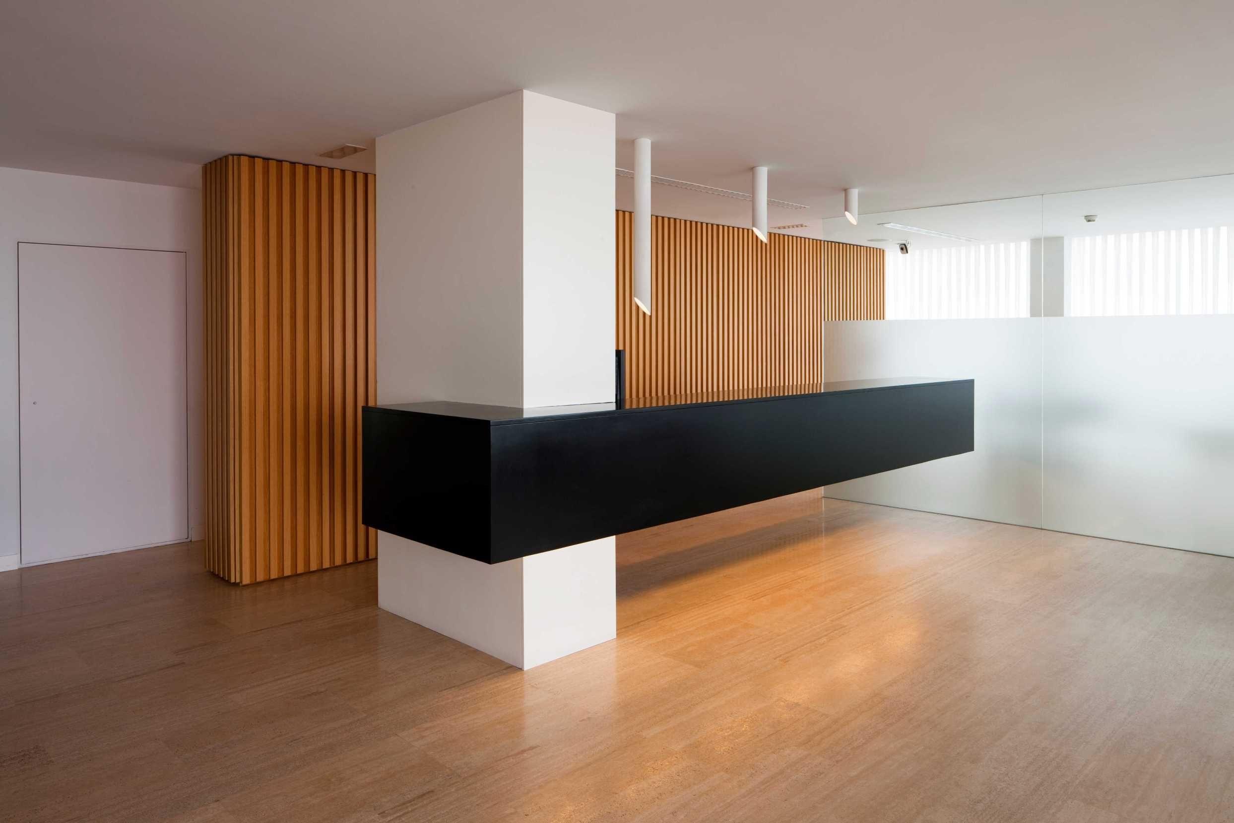 Recepciones modernas y de dise o en madrid espacio betty for Diseno de muebles de oficina modernos