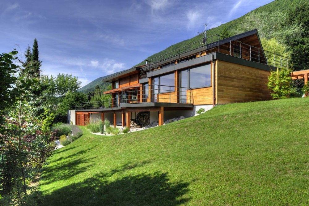ossature_bois_contemporaine-exterieur-facade-terrain-en-pentejpg - plan de maison sur terrain en pente