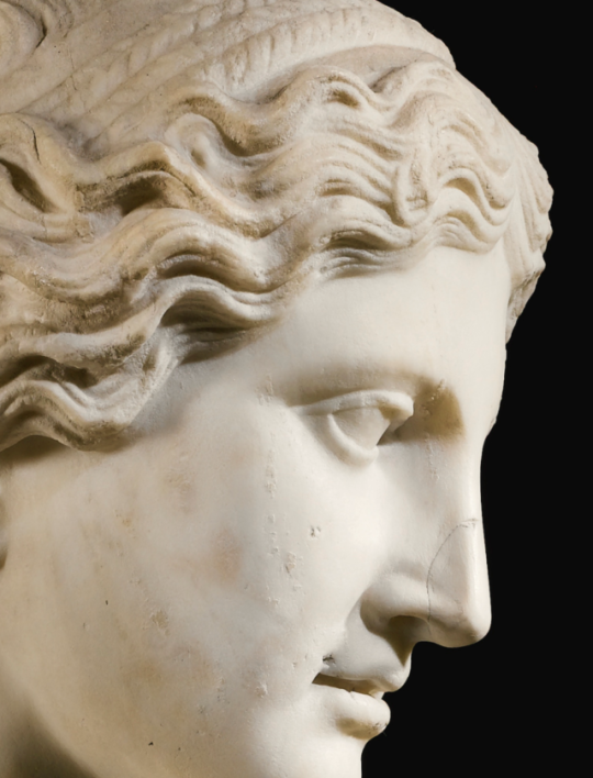 Detail Of An Ancient Roman Statue Of Aphrodite Venus Dated To The 1st Century Ce Marble A Copy Of An Original Gre Roman Statue Greek Statues Gothic Statue