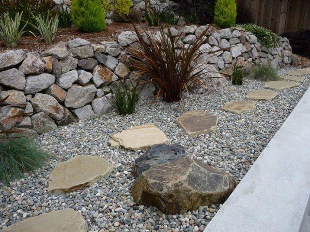 gartengestaltung mit steinen ideen groß klein stützwand pflanzen, Gartenarbeit ideen