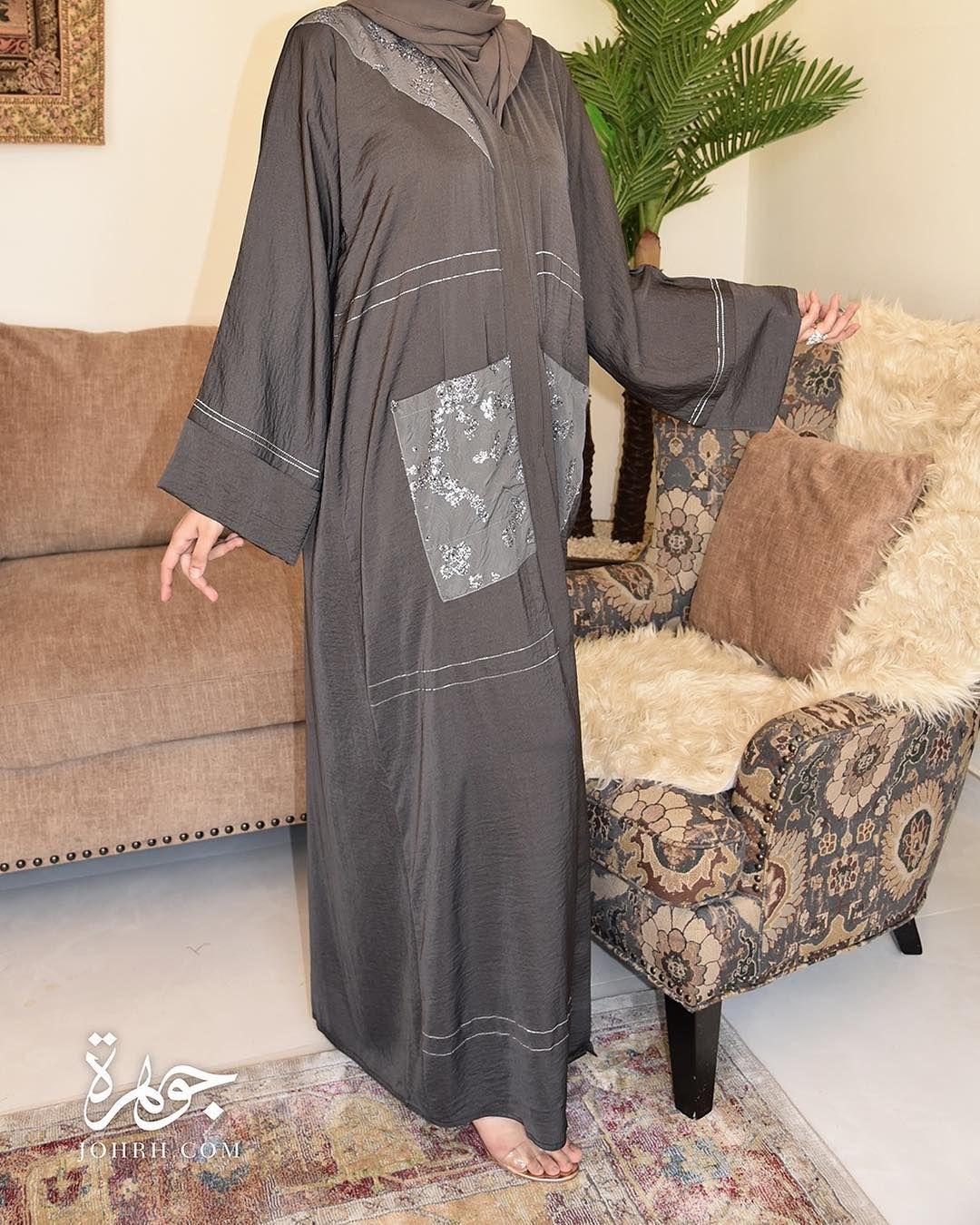 تصميم بخامة الحرير المغسول بلون رمادي متوسط مع جيوب كبيرة بقماش مزين كما يزين العباءة بصفين من الخطوط اللامعة في الكم والعباءة رقم المو Kimono Top Fashion Tops