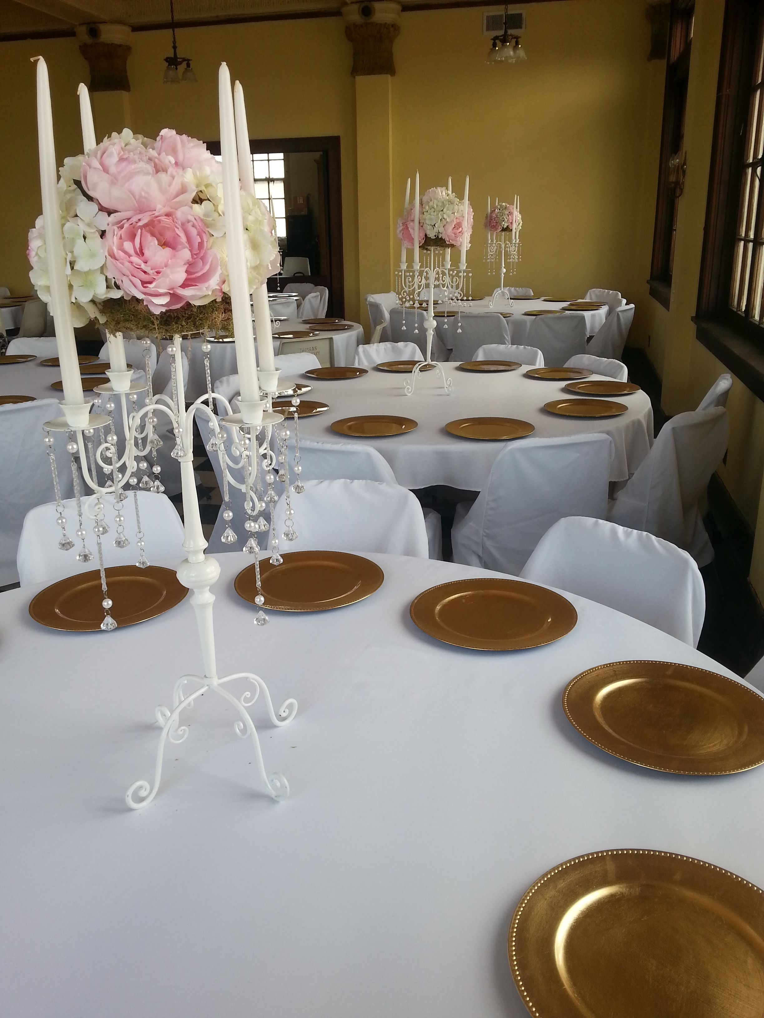 Round Table Special Blush Pink White Floral White Crystal Candelabra White Candle