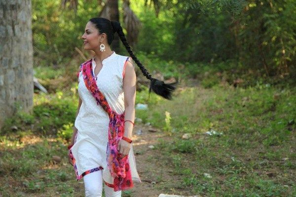 Veena Malik Pictures Playing Holi in India