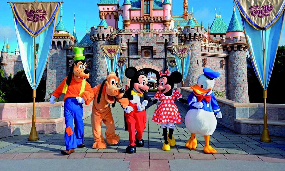 Momentos Mágicos Para Toda La Familia Bienvenidos A Disneyland Paris Adéntrate En Este Maravilloso Destino Para Toda Parque Tematico Disney Disney Disneyland