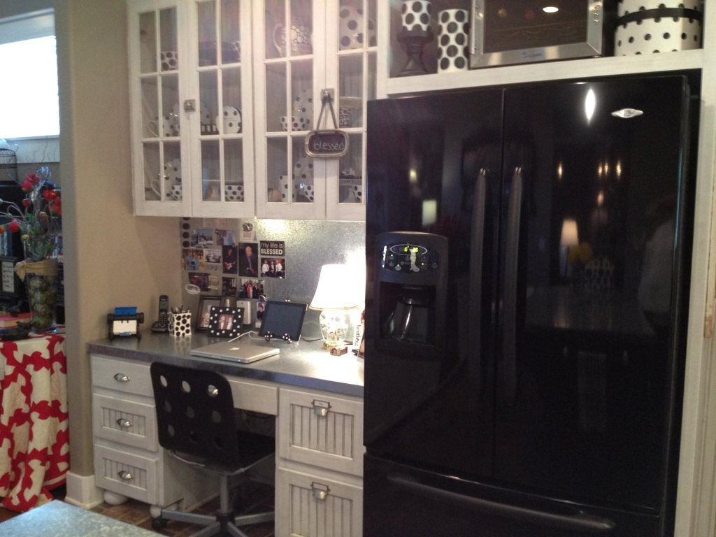 want a desk in my kitchen! Home projects, Home, Home decor