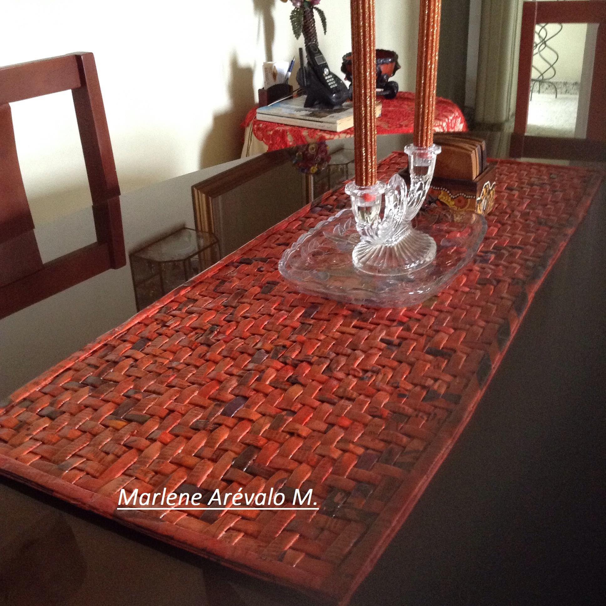Camino de mesa elaborado en papel peri dico mis - Caminos de mesa de papel ...