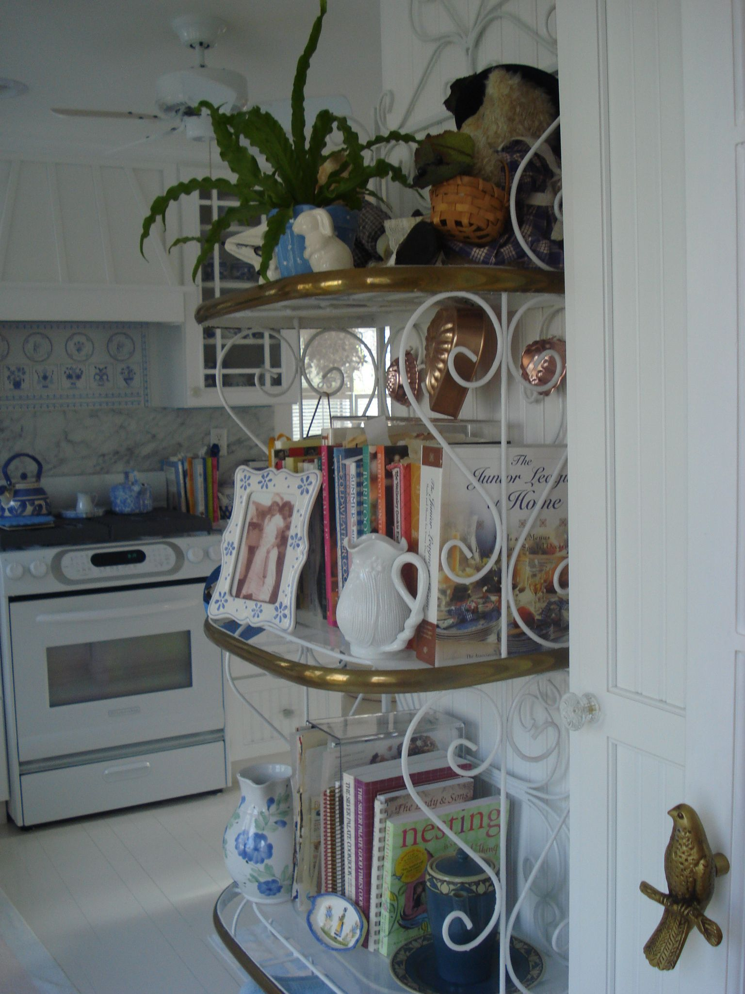 Kitchen Baker S Rack From Diningroom Room Entry Bakers Rack