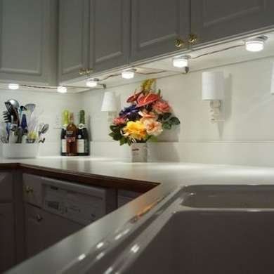 Superbe Kitchen Under Cabinet Lighting Options   Kitchen Cabinets Are A Vital  Concern For Any Kitchen, Whether Youu0027re Building A T