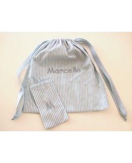 Sacca bimbo con asciugamano e sacchetto porta oggetti.