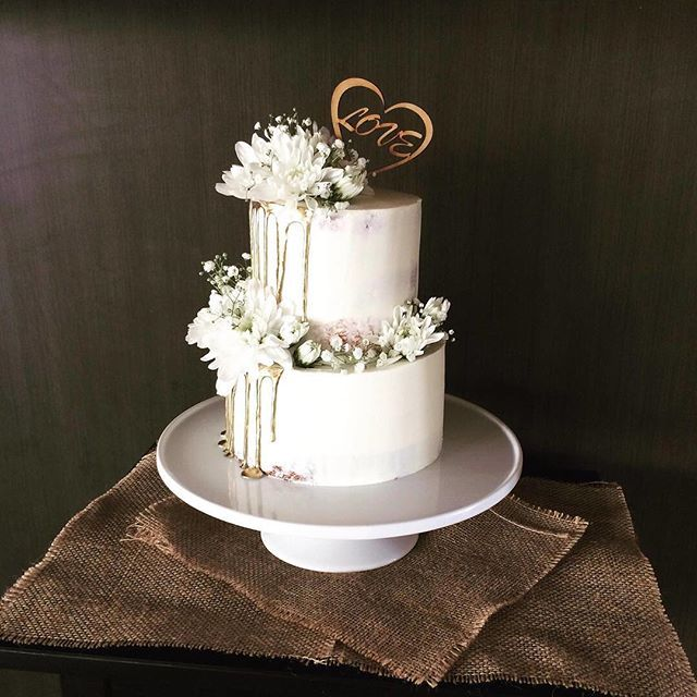 Dripping In Gold Goodness Barely Naked Cake Bridal Select Cakes