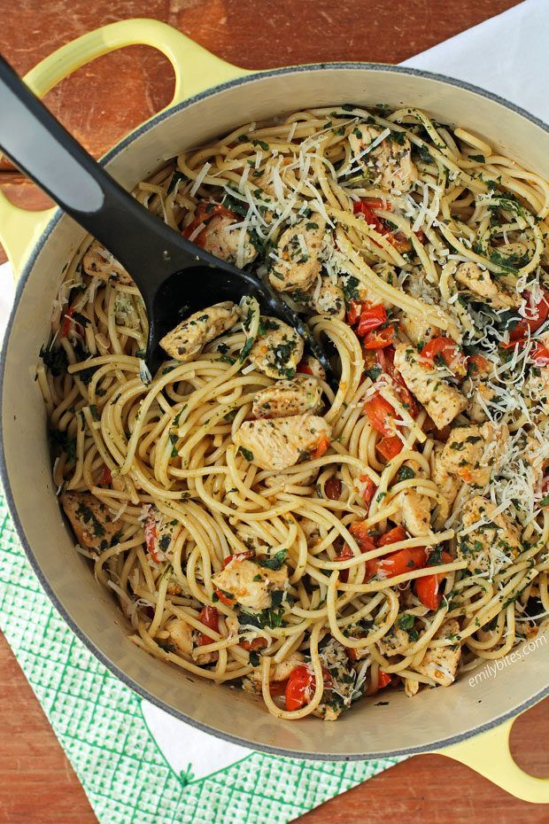 This easy Bruschetta Chicken Pasta is a flavorful 30-minute meal, perfect for we...   - Emily Bites - Weight Watchers Recipes -